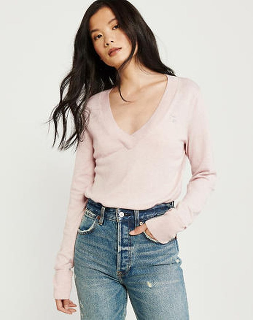 Pretty long sleeves sweaters with pink color for asian women