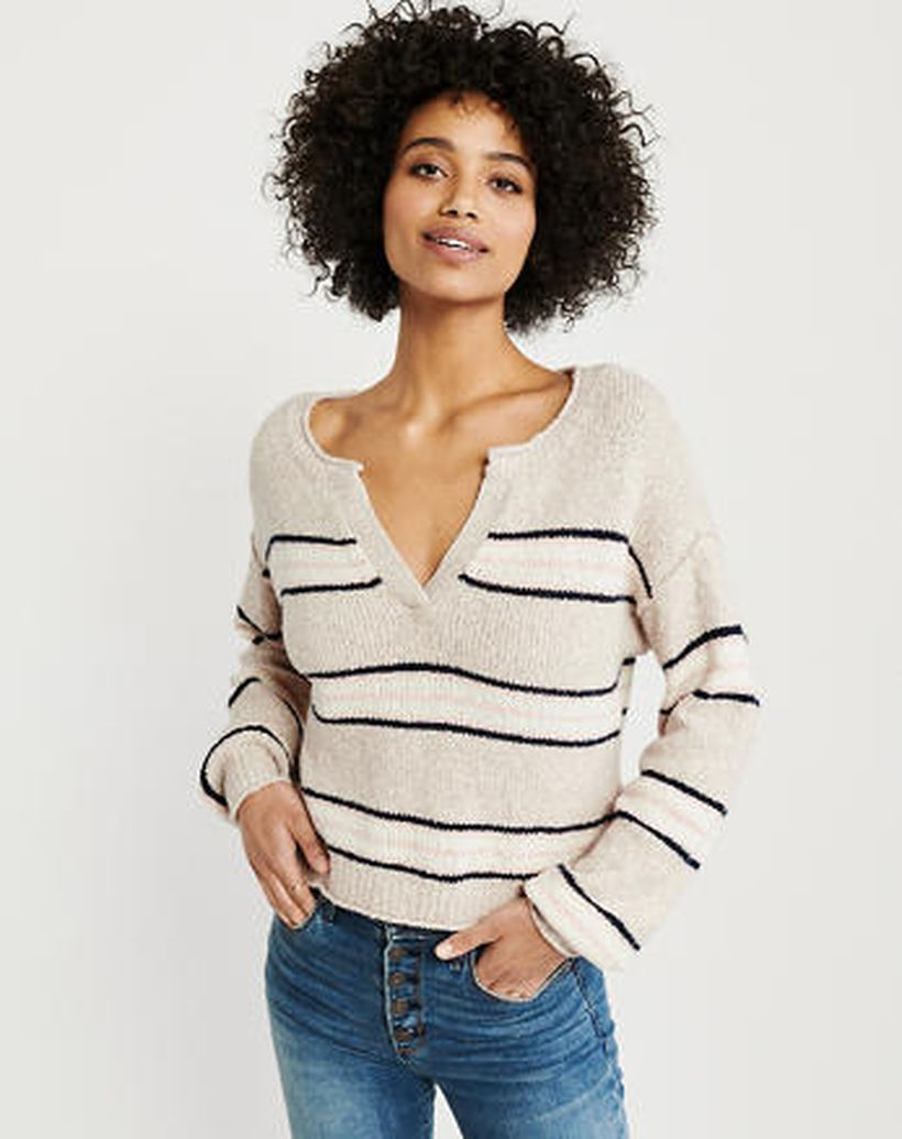 Long sleeves sweaters with white color and stripe pattern for unique style