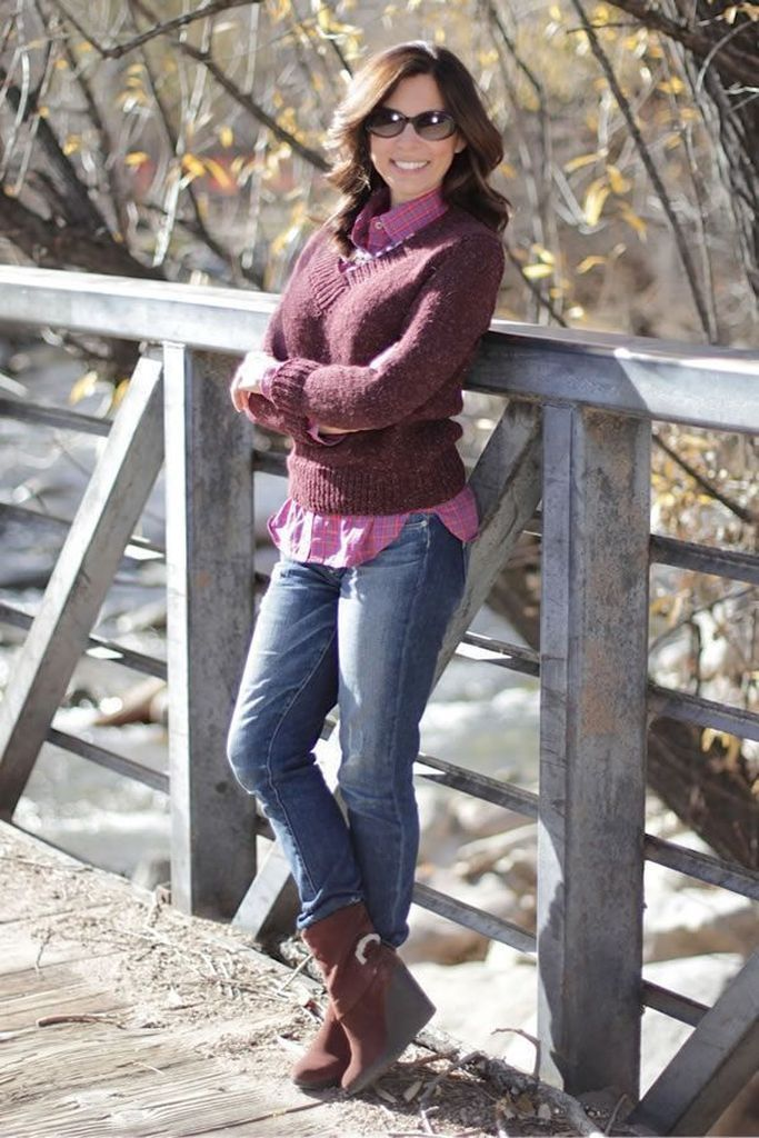 Maroon sweater combined with jeans