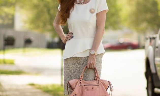 White-post-combined-with-short-skirt