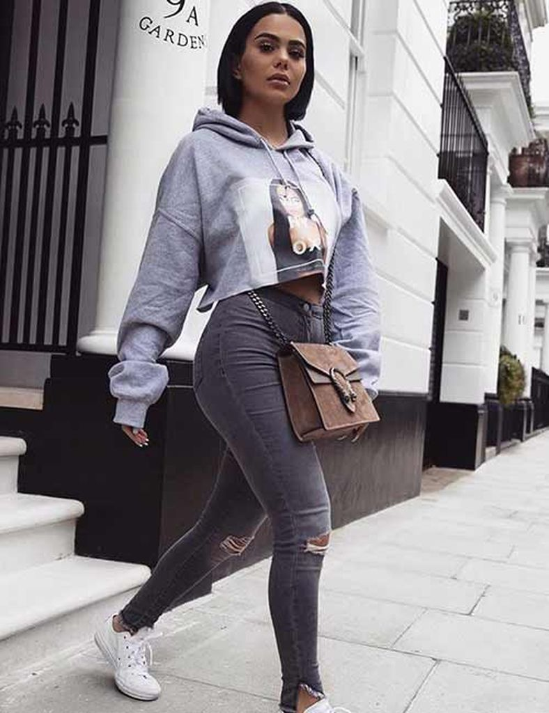 An amazing casual outfit with cropped hoodie and high-waisted skinny jeans to beautify your style
