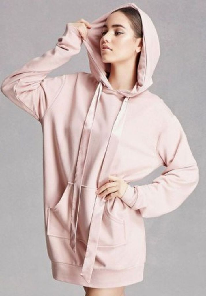 Beautiful-casual-outfit-for-teen-with-oversize-hoodie-combined-to-perfect-your-style-in-this-moment