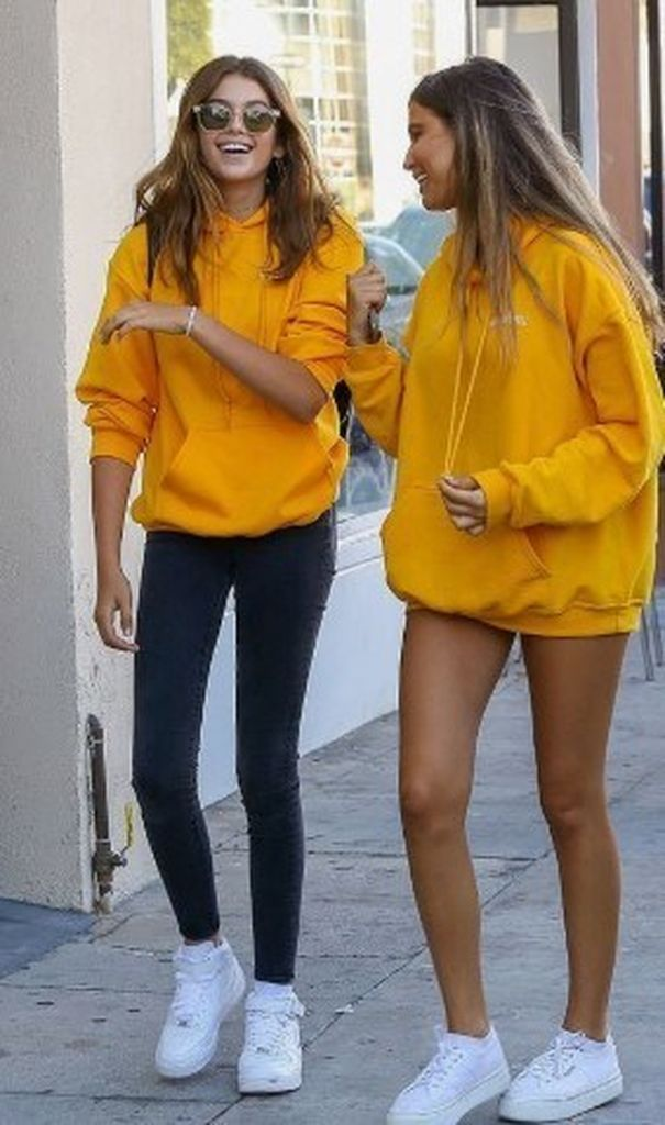Cute-yellow-oversize-hoodie-to-perfect-your-style