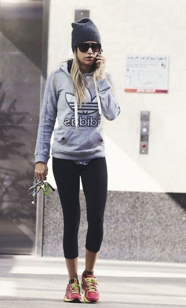 Black-legging-with-high-platform-sneakers-and-hoodie-jacket-to-perfect-your-style