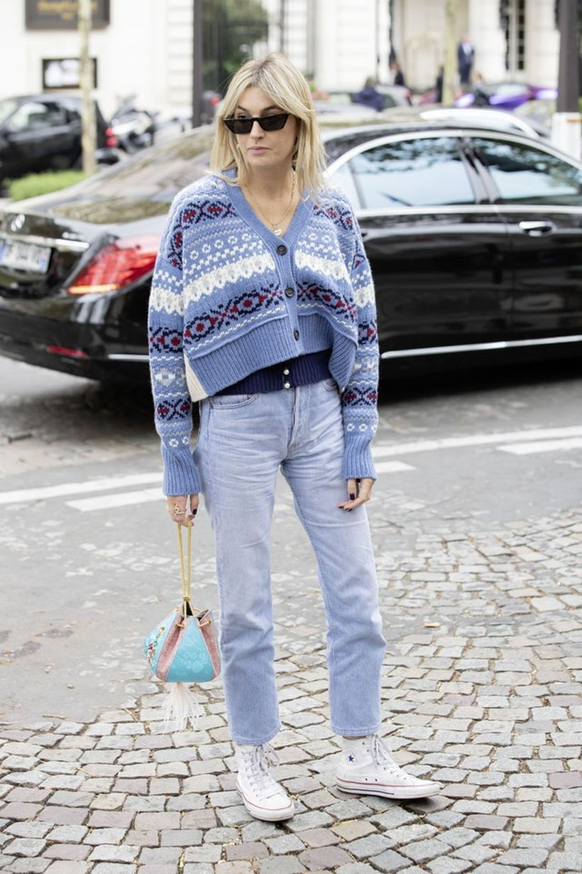 An-adorable-straight-leg-jeans-and-sneakers.-
