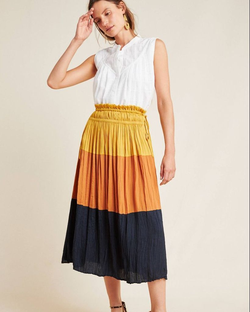 Sleeveless-white-blouse-and-pleated-skirt