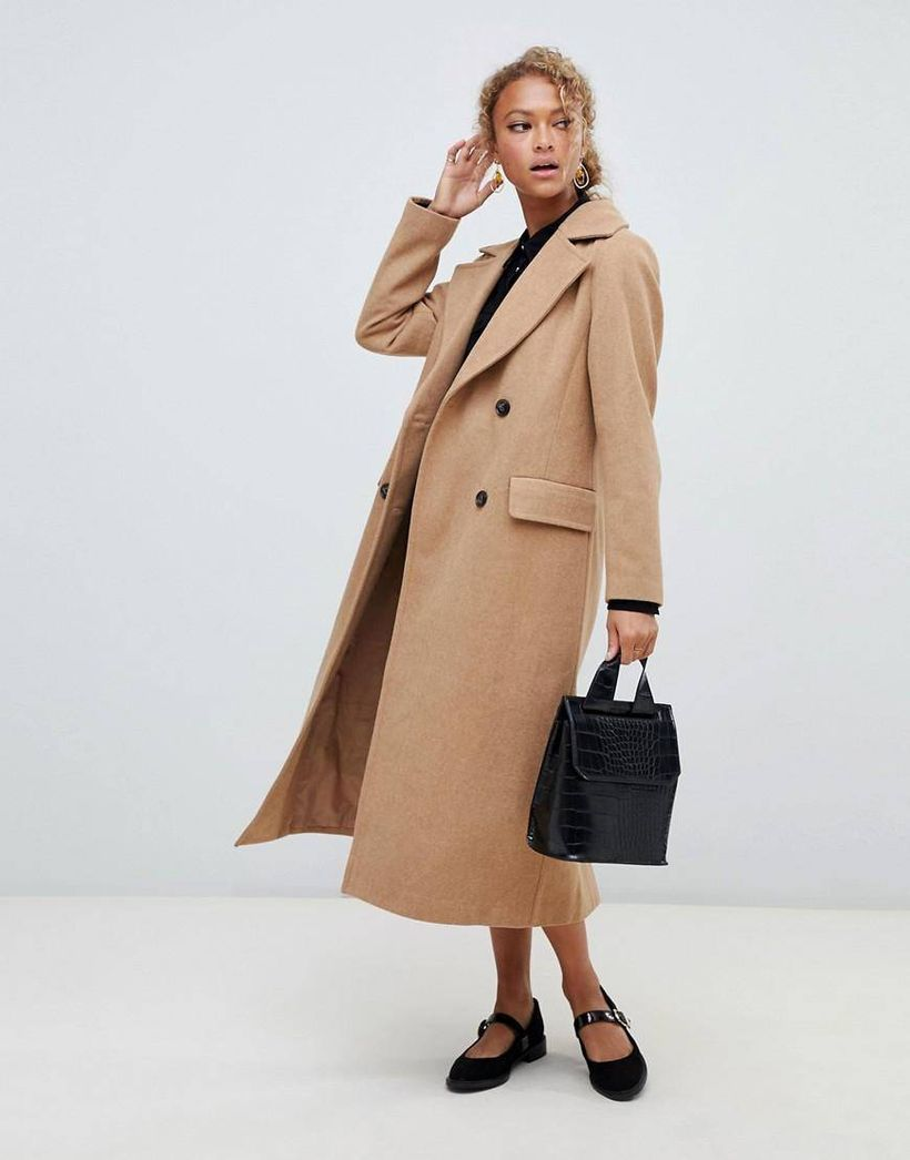 Beige-long-wool-coats-for-womens-you-can-use-with-black-leather-handbag-as-your-accessories