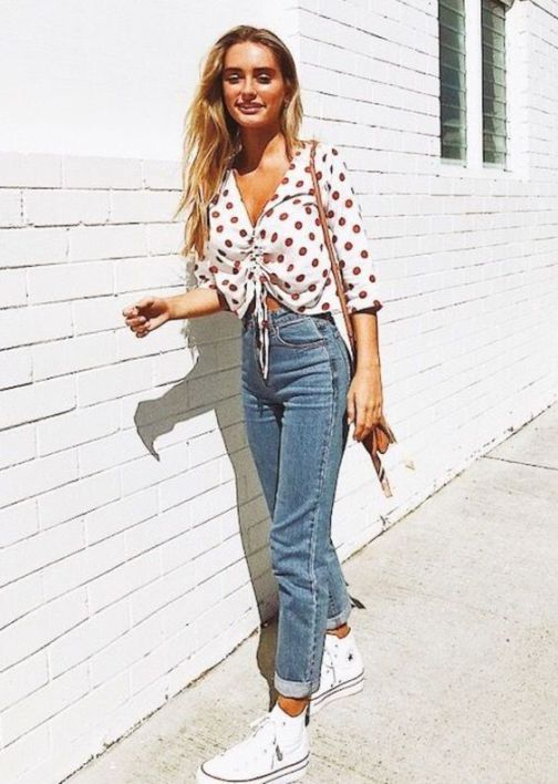 Check out this trendy outfit with a pair of jeans!