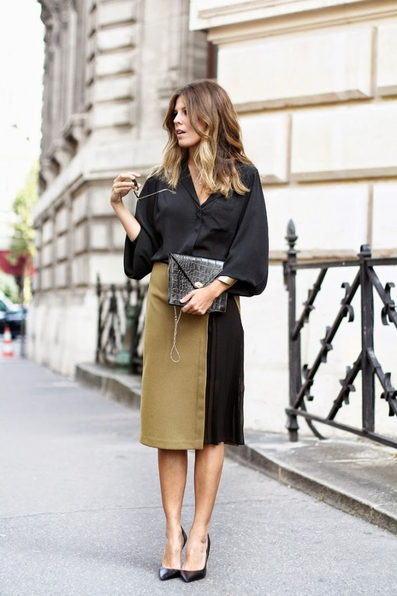 Black-oversized-shirt-with-a-brown-and-white-skirt.