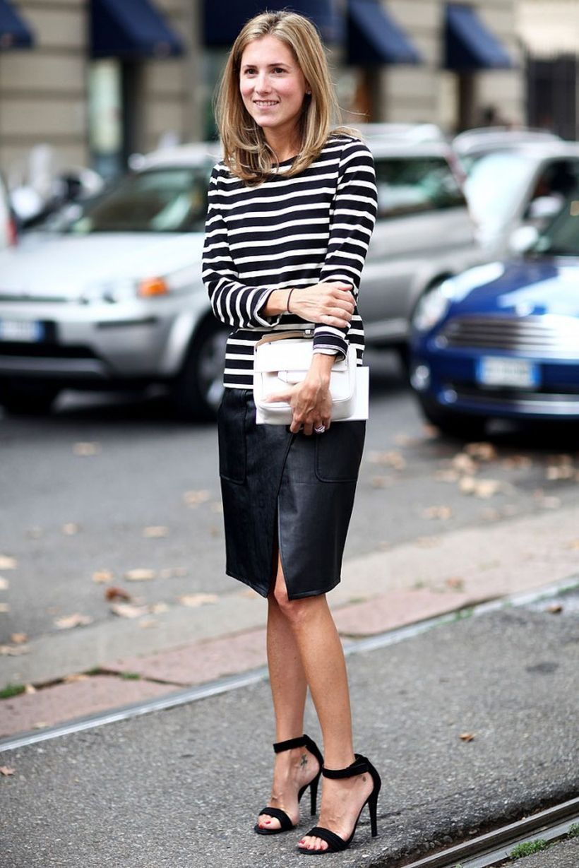 Striped-top-and-black-skirt-with-white-handbag.