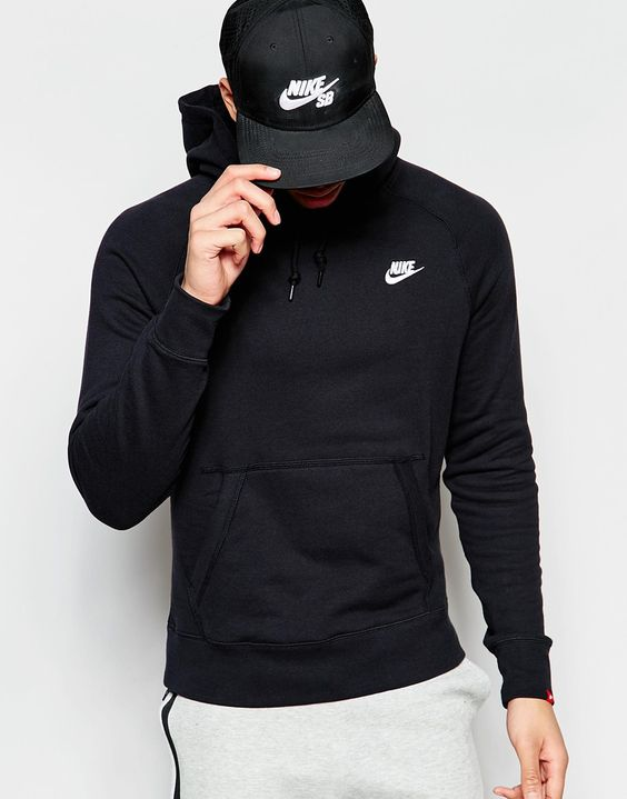 Nike has the best men's athletic outfits!