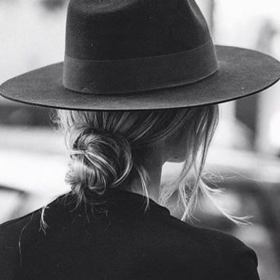 Wide-brimmed hats are great to have in your bohemian style wardrobe!