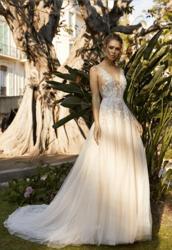10 Gorgeous Corset Wedding Dresses For The Romantic Bride