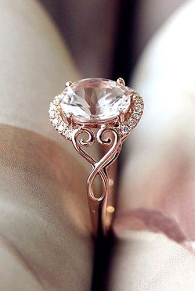 Check out these beautiful rose gold engagement rings!